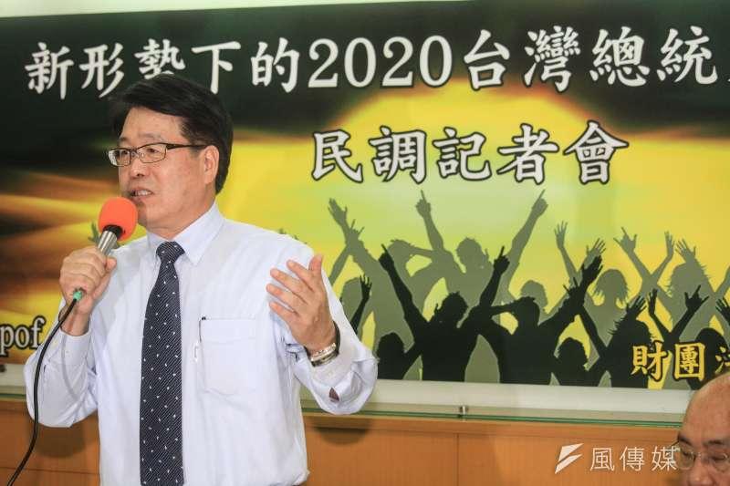 20190722-台灣民意基金會22日舉行「新形勢下的2020台灣總統大選」民調發表會,該會董事長游盈隆說明民調內容。(蔡親傑攝)