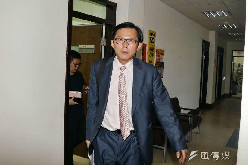 20190724-立委黃國昌接受媒體訪問。(盧逸峰攝)