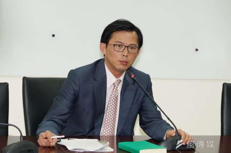 時代力量立委黃國昌(見圖)痛批台灣民眾黨中評委賴祥蔚是「蔡衍明的先鋒鷹犬」。(盧逸峰攝)