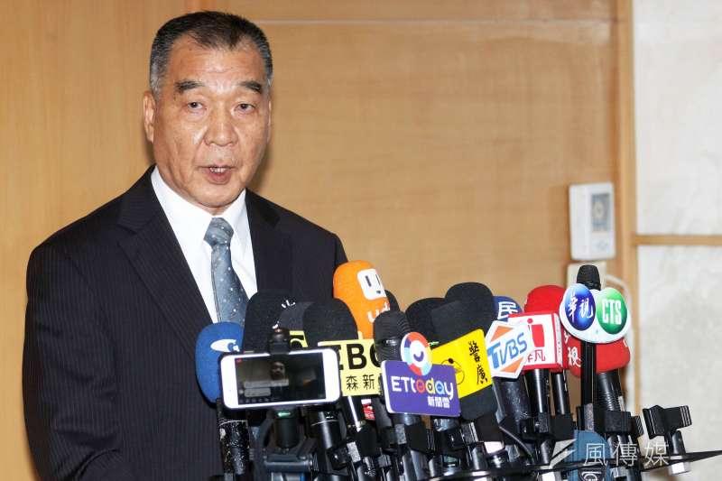新任國安局長邱國正說明私菸案。(蘇仲泓攝)