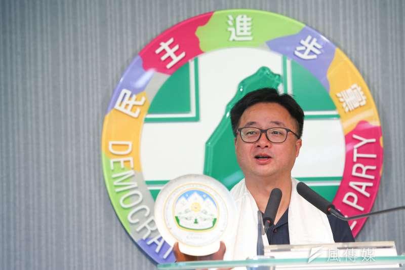 20190726-民進黨秘書長羅文嘉26日召開記者會,針對日前拜會尊者達賴喇嘛進行說明。(顏麟宇攝)