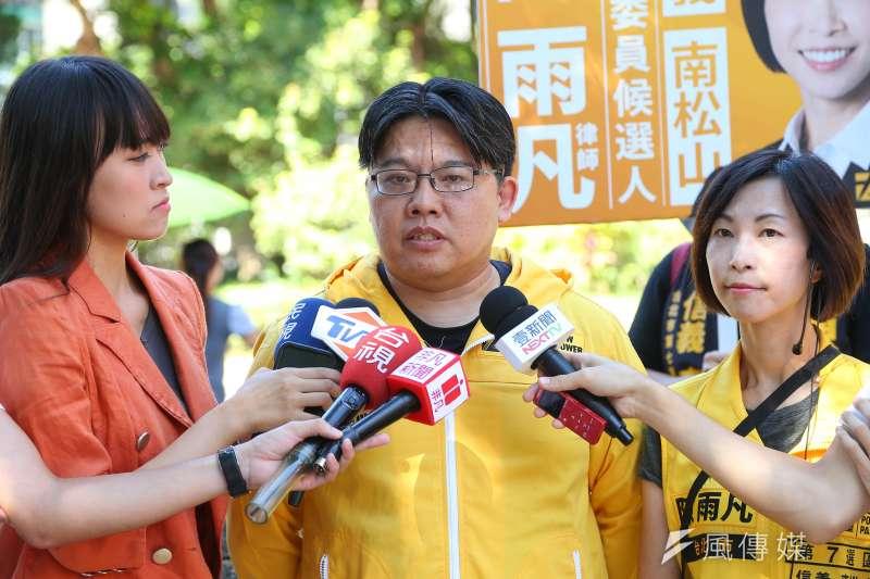 時代力量黨主席邱顯智27日談及黨內路線之爭,表示將努力「去異求同」。(顏麟宇攝)