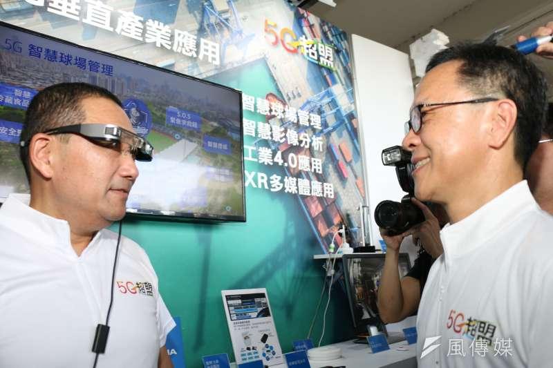 新北市長侯友宜今(30)日親自出席「台灣大哥大『5G超盟』誓師大會」,台灣大哥大以新莊棒球場為5G實驗場域,對於其積極投入開發5G應用服務,打造全台第一座智慧棒球場,深表肯定。  (圖/李梅瑛攝)