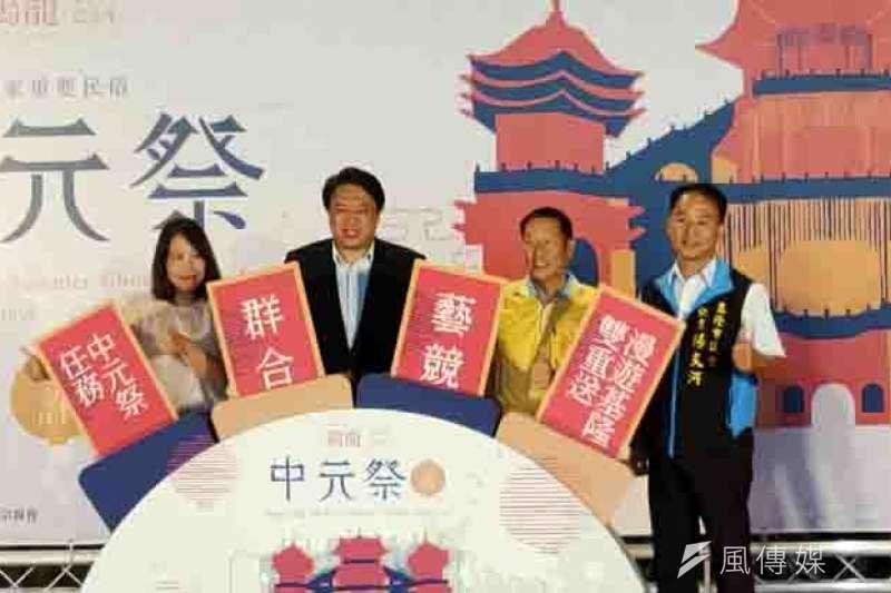雞籠中元祭系列活動即將在8月1日登場,基隆市長林右昌及主普許姓宗親會,邀國內外旅客一起參與。(圖/記者張毅攝)