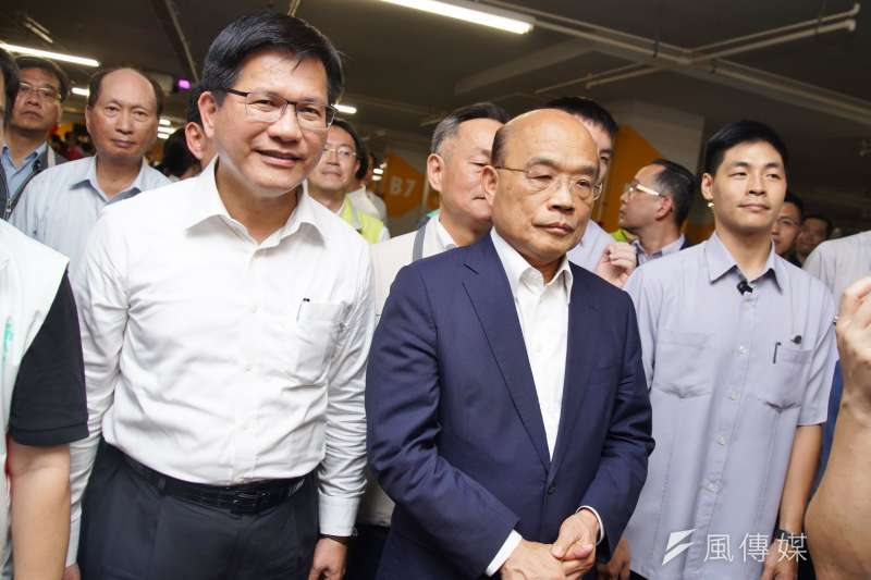 中共暫停自由行,交通部長林佳龍抗議打壓。圖為林佳龍與行政院長蘇貞昌。(盧逸峰攝)