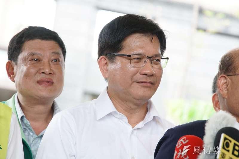 交通部長林佳龍(前)表示,今年度來台旅客人次目標下修至1120萬,還是會比去年高。(資料照,盧逸峰攝)