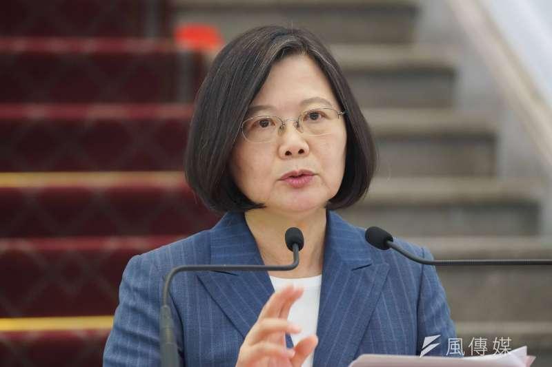 近日政壇爆發私菸案,加上台北市長柯文哲組黨,讓總統蔡英文(圖)的連任之路備受考驗。(資料照,盧逸峰攝)