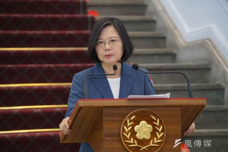 對於台北市長柯文哲指她「旁邊的每個人都貪污」,總統蔡英文以柯的口頭禪「批評別人不會讓自己變好」反擊。(資料照,盧逸峰攝)