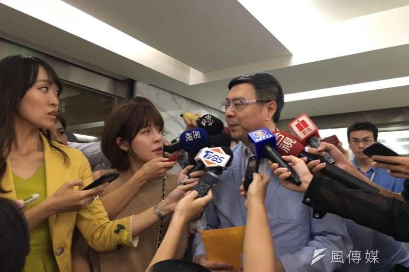 民進黨主席卓榮泰今天受訪時表示,無論是時力或要成立新政黨的,都應該有一段冷靜的時間好好處理內部問題,相關協調工作預計下周展開。(顏振凱攝)