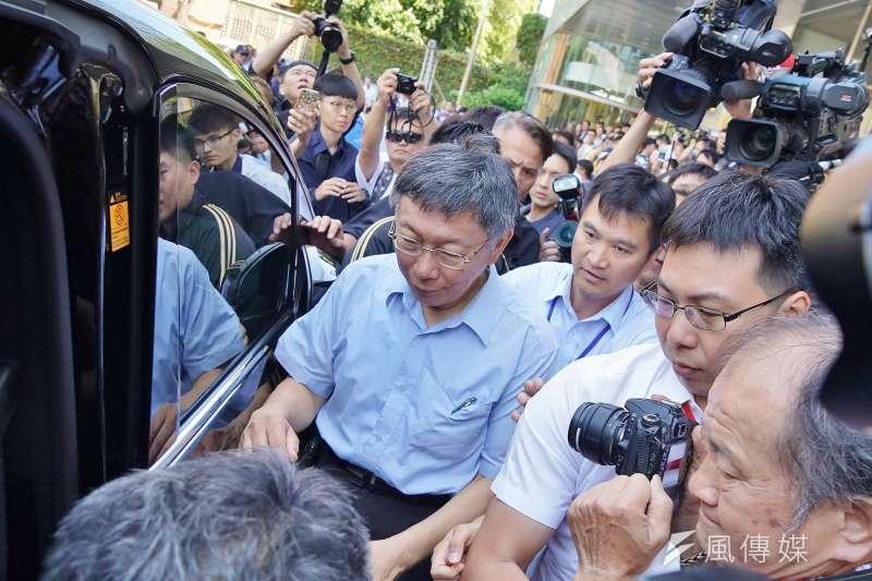 台北市長柯文哲(中)近日的「總統旁邊每個都貪污」說法,7日引來前總統陳水扁批抨擊。(資料照,盧逸峰攝)