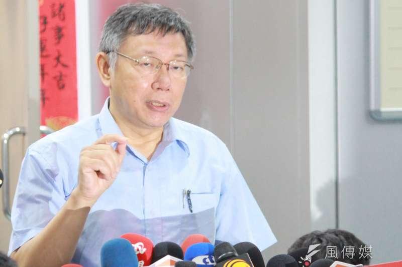 台北市長柯文哲5日(見圖)批評總統蔡英文身邊的人都有貪汙,引發雙方數度交鋒。(方炳超攝)