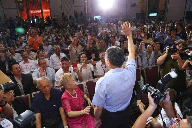 台北市長柯文哲創「台灣民眾黨」,6日舉行成立大會,柯爸和柯媽也到場。(顏麟宇攝)