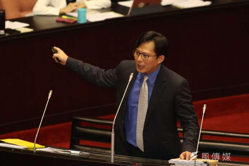 面對民進黨釋出善意禮讓立委選區提名,黃國昌依然「走自己的路」。(郭晉瑋攝)
