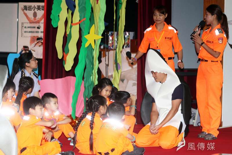 海巡署舉辦「小小海巡體驗營」活動,透過各種關卡設計,引領小朋友認識海巡人員任務。(蘇仲泓攝)