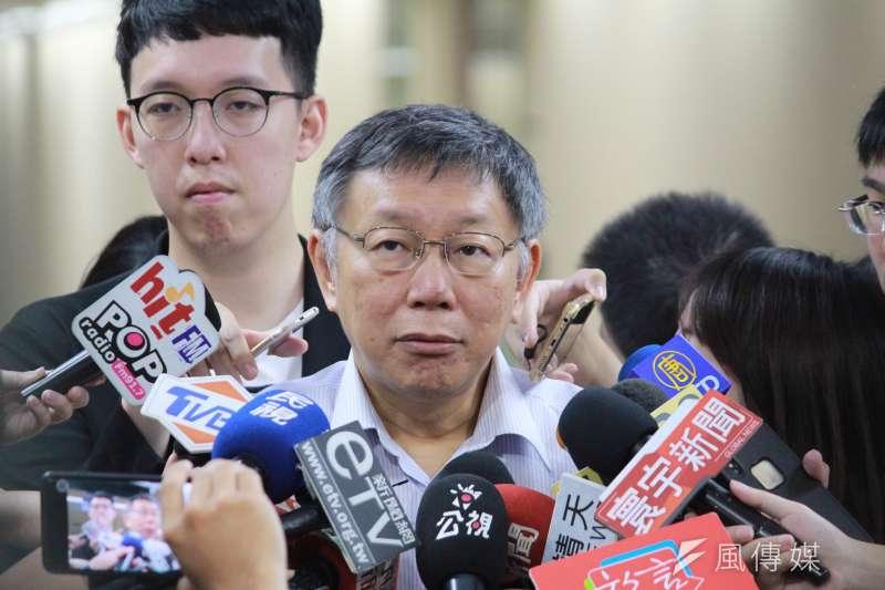 台北市長柯文哲接受媒體聯訪。(方炳超攝)