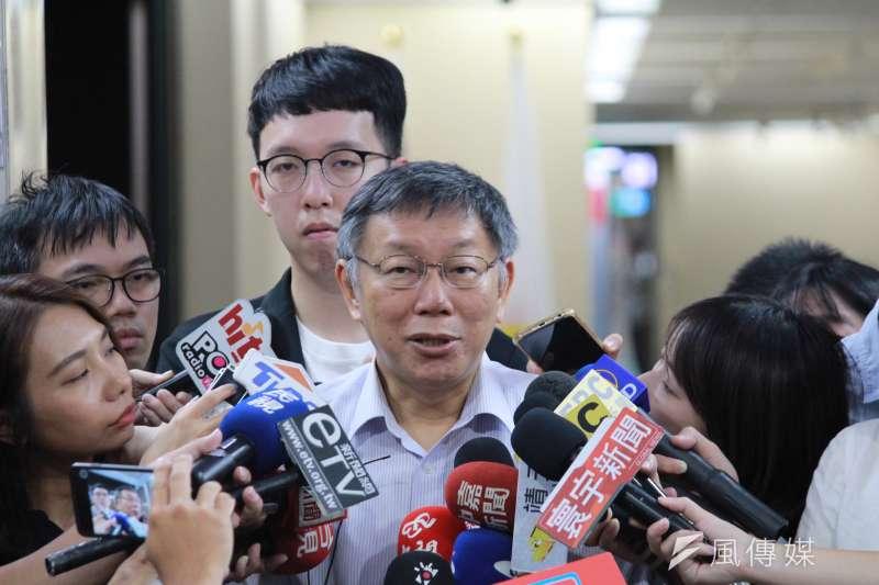 台北市長柯文哲8日接受媒體聯訪。(方炳超攝)