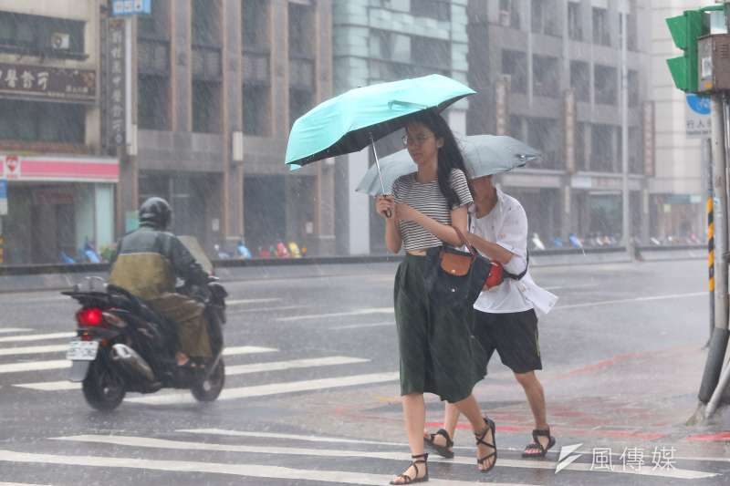 受輕颱塔巴外圍環流影響,基隆市、新北市、台北市要慎防大豪雨。(資料照,顏麟宇攝)