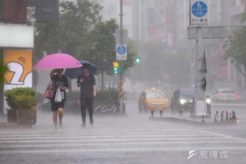 氣象達人吳德榮指出,颱風「白鹿」若直撲台灣,將帶來強風豪雨。(資料照,顏麟宇攝)
