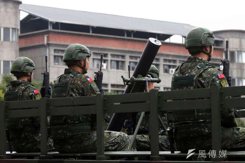 20190810-衛戍首都的憲兵部隊有一個砲兵單位以迫砲為主要武器,現階段仍以悍馬車等車輛載運,防護力、機動力略顯不足。未來如有機會換裝雲豹甲車迫砲車型,相關問題都能有所改善。(蘇仲泓攝)