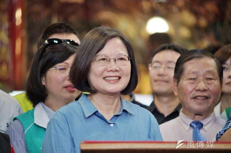 作者認為,從近日的新聞可以發現,撿到槍的總統蔡英文慢慢開始往保衛台灣,守護民主的道路開進,但是這樣的民進黨經得起考驗嗎?(資料照,盧逸峰攝)