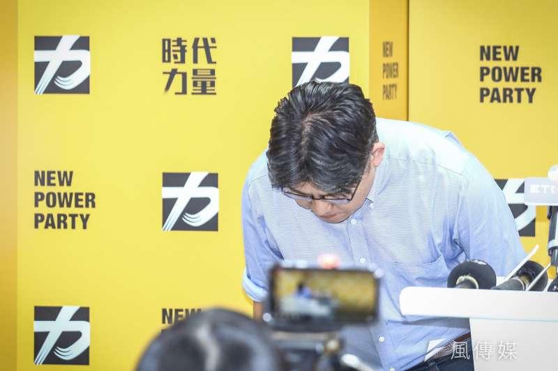 時代力量黨主席邱顯智於12日中午突然召開記者會,並宣布請辭黨主席一職。(陳品佑攝)