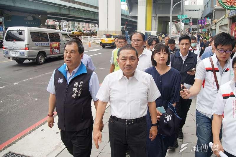 高雄市長韓國瑜稱若當選總統,將有條件重啟核四;對此,新北市長侯友宜(中)認為,核四是個假議題。(資料照,盧逸峰攝)