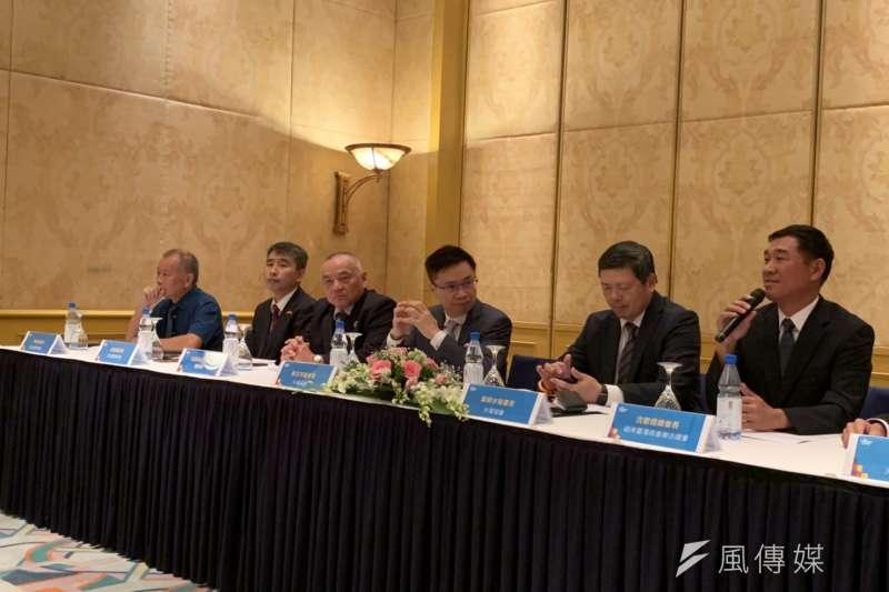 20190813-海防台商會名譽會長高國華(左三)、越南台商聯合總會總會長沈憲煜(左六)。(尹俞歡攝)