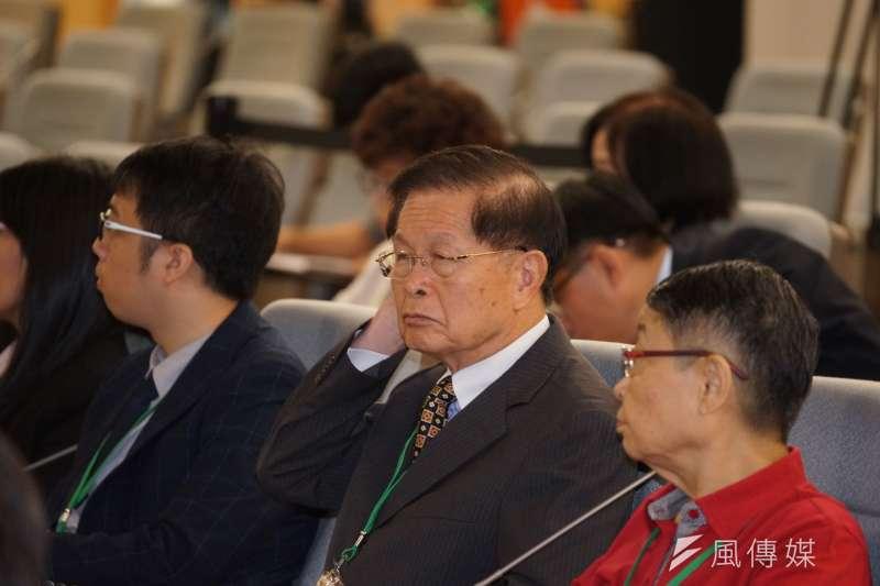 救總常務理事趙守博(右二)表示,他擔任黨職的20年間,「國民黨從來沒有一件公文,命令救總做這個、做那個,救總在人事上也從未與國民黨請示與商量。」(盧逸峰攝)