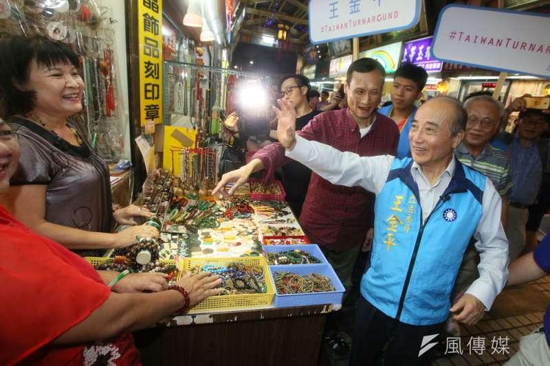 王金平(前右)不想再幫人抬轎,而是打算直接當坐轎的主帥。(柯承惠攝)
