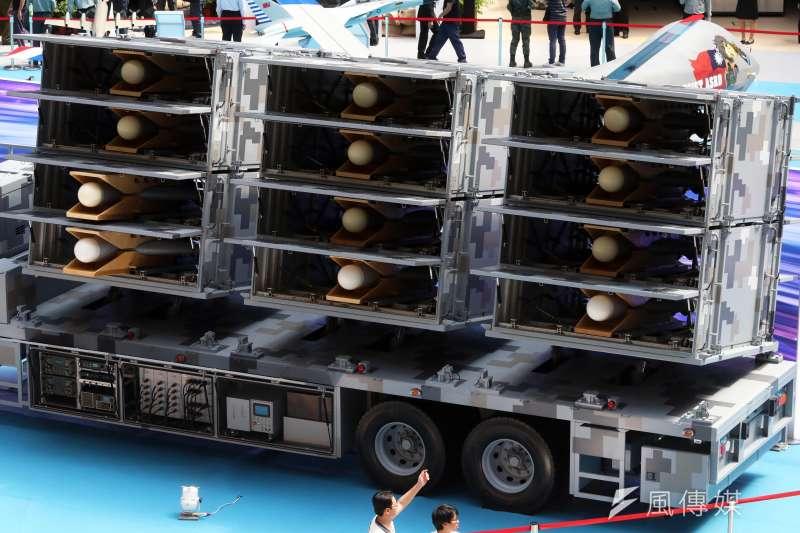20190814-兩年一度的「台北國際航太暨國防工業展」將於明日正式登場,國防部14日下午舉行展前記者會。圖為反輻射無人機有如賽鴿籠般的發射車。(蘇仲泓攝)
