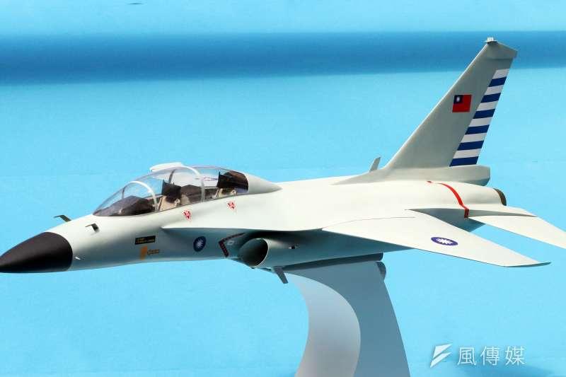 20190814-兩年一度的「台北國際航太暨國防工業展」將於明日正式登場,國防部14日下午舉行展前記者會。圖為新式高教機裸機模型,首架將於9月底出廠。(蘇仲泓攝)