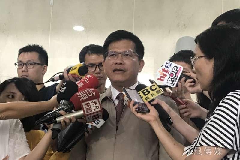 交通部長林佳龍15日參加交通部中元普渡,接受媒體聯訪。(廖羿雯攝)