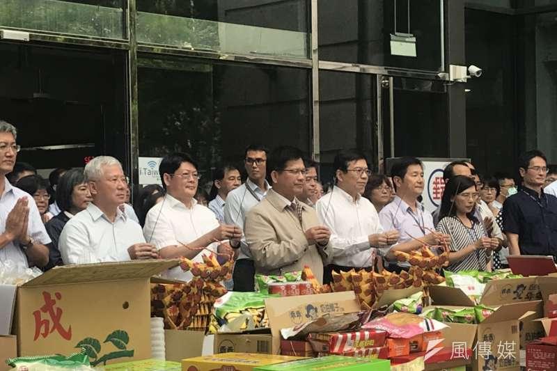 20190815-交通部長林佳龍15日參加交通部中元普渡。(廖羿雯攝)