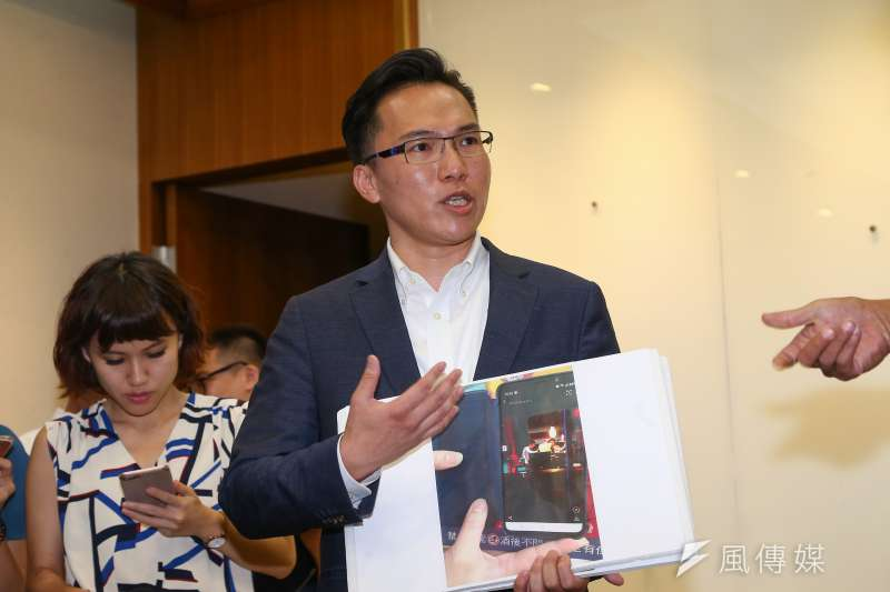 20190815-民進黨高雄市議員林智鴻15日於立院召開記者會,公布高雄市長韓國瑜打麻將照片的證據。(顏麟宇攝)