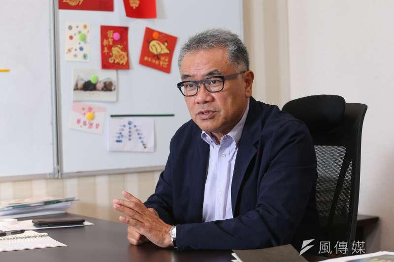 前台糖董事長、資源循環台灣基金會董事長黃育徵,16日接受《風傳媒》專訪,對於長期服務民間的經理人來說,進入公務體系讓他「老了很多」。(顏麟宇攝)