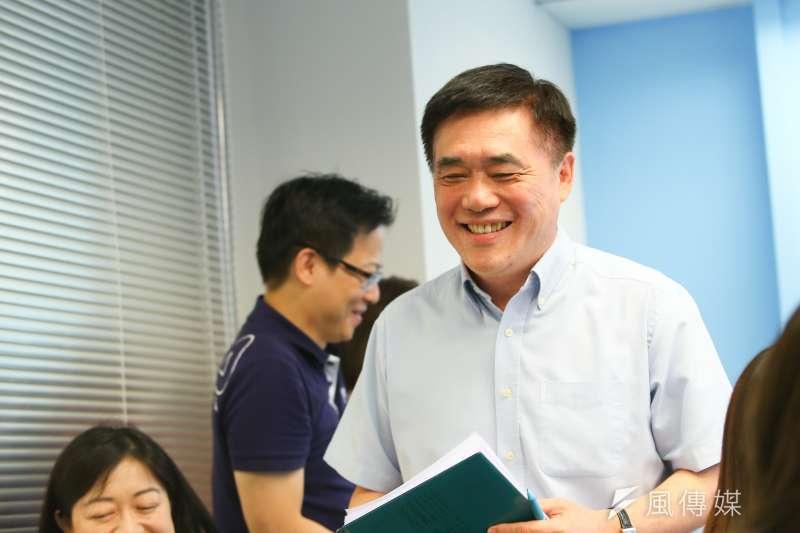 20190816-國民黨副主席郝龍斌16日出面說明與郭台銘會面並贈書一事。(顏麟宇攝)