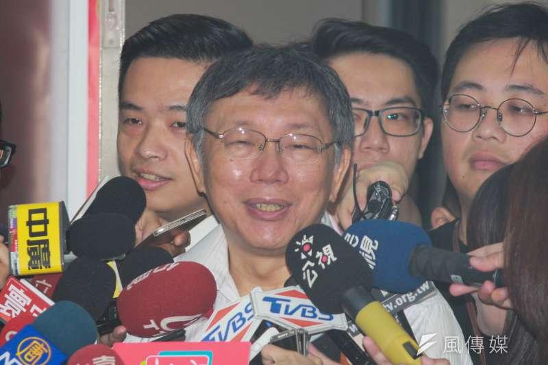 台北市長柯文哲接受廣播節目專訪,談及台灣民眾黨創黨黨員名單,自嘲這「簡直就是老鼠會」。(方炳超攝)