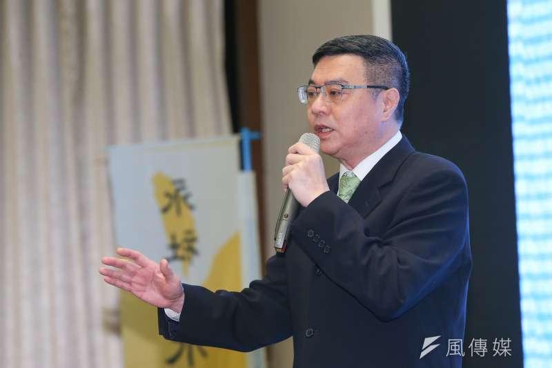國民黨總統參選人韓國瑜質疑自己遭到國家機器監控,民進黨主席卓榮泰(見圖)20日在臉書發文,引述港媒一則腦中可植入裝置的報導。(顏麟宇攝)