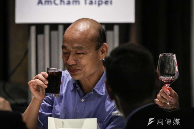 國民黨決議黑韓者黨紀處分。圖為高雄市長韓國瑜參加台北市美國商會午餐會活動,刻意要求非酒精飲料。(陳品佑攝)