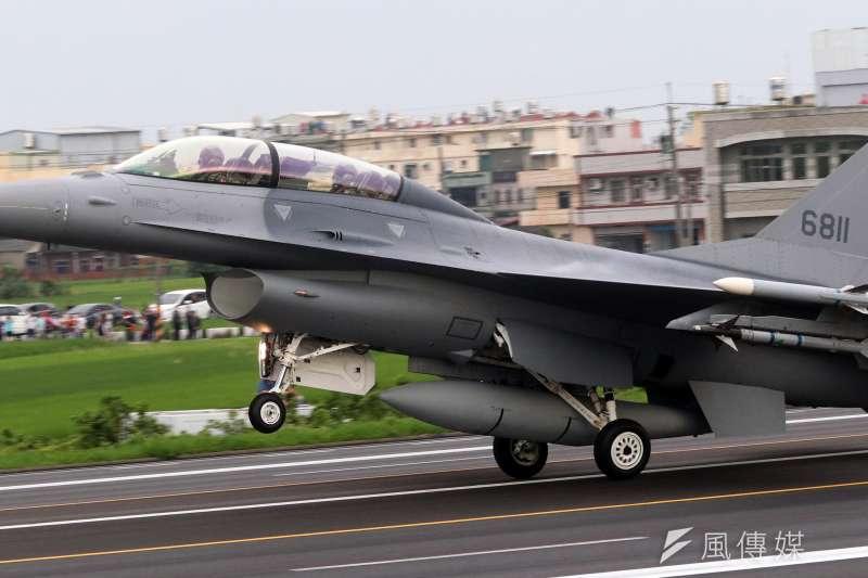 20190821-空軍升級版的F-16V於今年五月參與戰備道起降演練。(蘇仲泓攝)