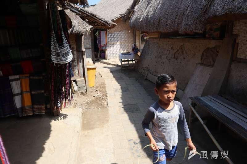 龍目島東部的「薩德村」(Sade village)是現今保留文化最完整的薩薩克人部落之一。(蔡娪嫣攝)