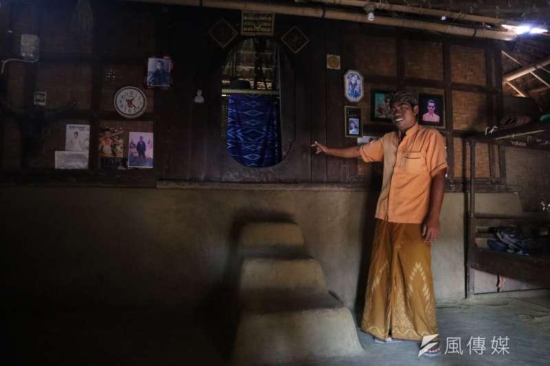 龍目島東部的「薩德村」(Sade village)是現今保留文化最完整的薩薩克人部落之一,建築以黏土與米糠砌成內部裝潢。(蔡娪嫣攝)
