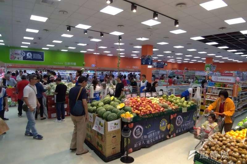 家樂福便利購超市高雄小港漢民店、台中水湳店及高雄鳳山甲一店即將連續三天,使便利購超市的店數一舉達到66家。(圖/徐炳文攝)