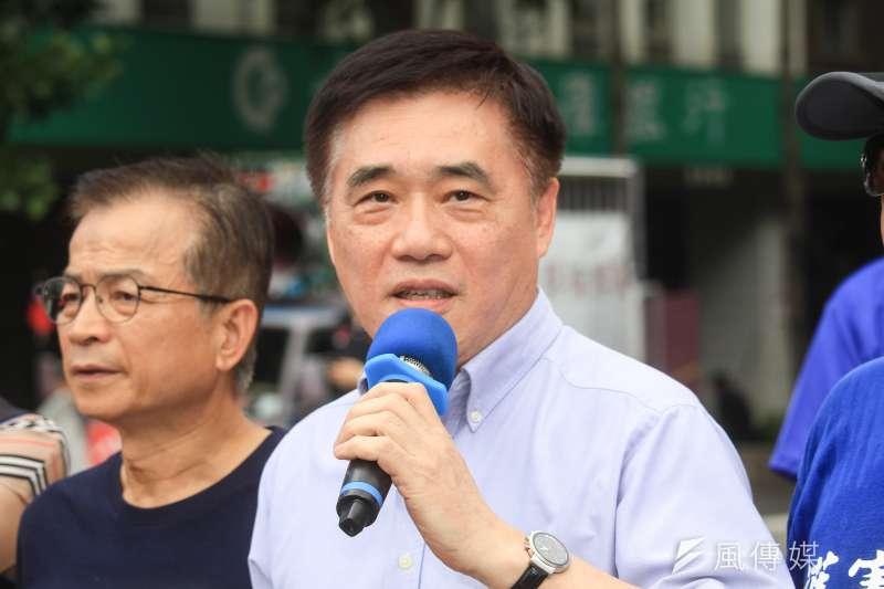 自8月2日以來,國民黨副主席郝龍斌(中)曾與郭台銘6次溝通。(資料照片,蔡親傑攝)