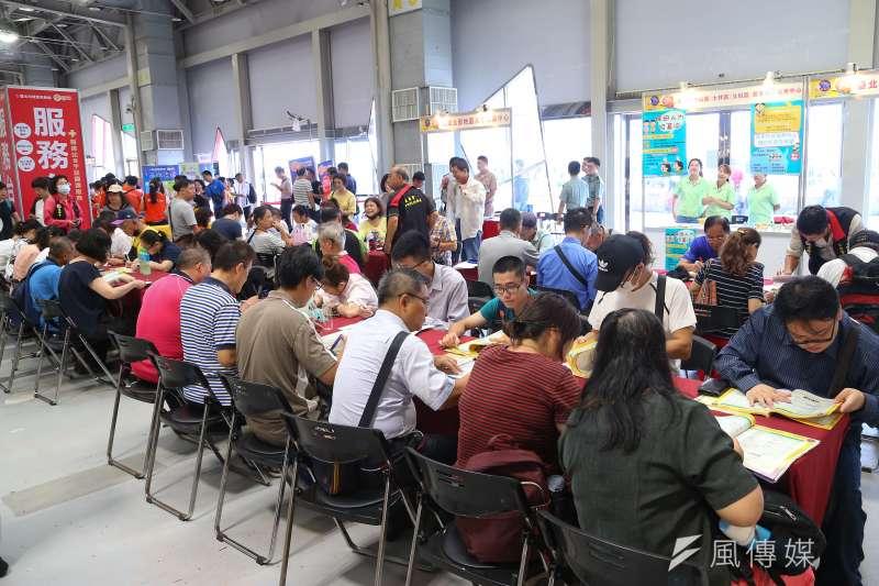 台北市就業博覽會。(顏麟宇攝)