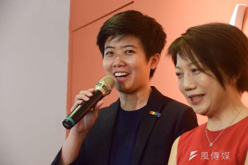 社民黨台北市議員苗博雅(左)認為,國民黨總統參選人韓國瑜拿來形容移工的「鳳凰都飛走了,進來一大堆雞」,其實比較適合形容「韓流」崛起後的國民黨。(資料照,吳俊廷攝)