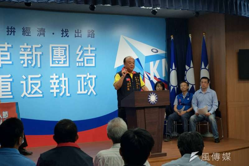 國民黨28日宣布將於九三軍人節在全台22縣市舉行「向軍人致敬」活動,八百壯士捍衛中華協會理事長吳斯懷發言。(潘維庭攝)