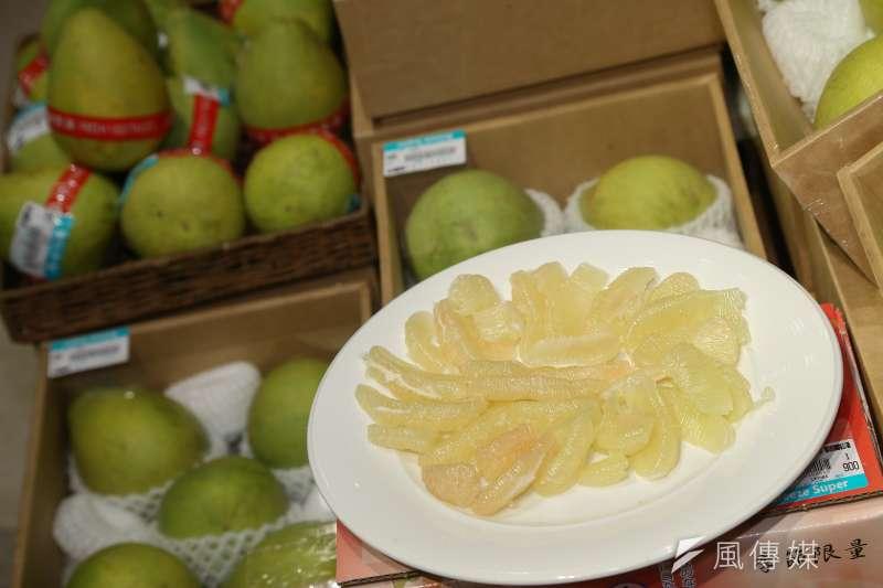 台南文旦將挑戰最遠航距,首次橫跨北太平洋來到多倫多的大統華超市。(顏麟宇攝)
