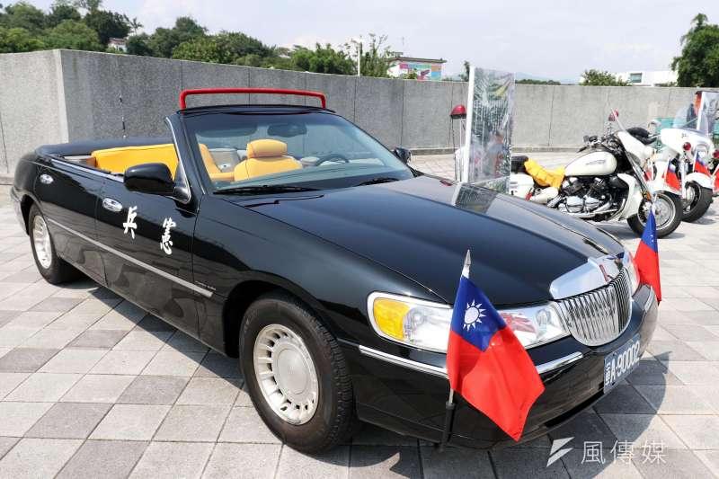 憲兵編列近千萬元,用以籌購執行統帥閱兵任務的「警備巡邏敞篷車」。圖為林肯前導車。(蘇仲泓攝)