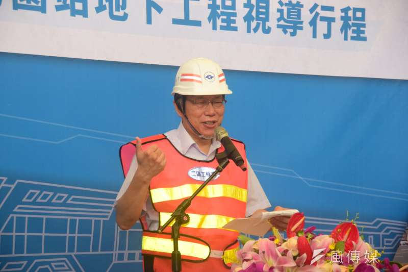 台北市長柯文哲(見圖)今(30)日視察捷運萬大線植物園站地下工程。(吳俊廷攝)